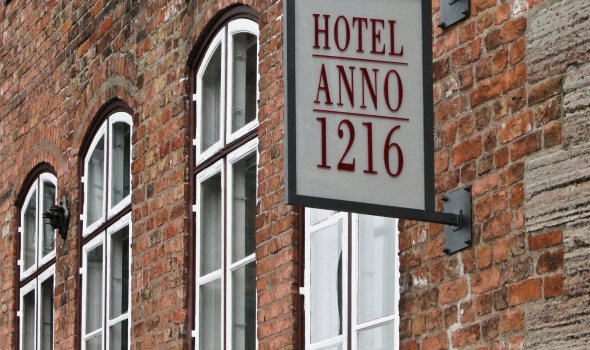 Hotel Anno 1216 - name sign