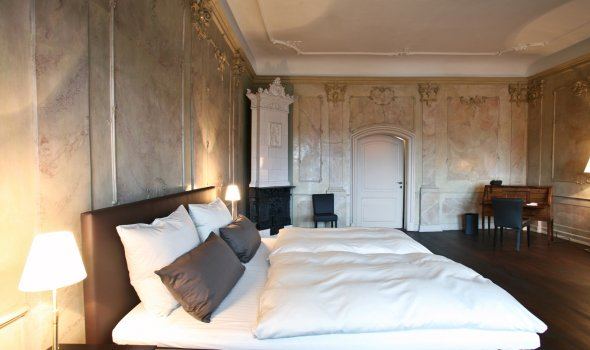 Rococo suite with stucco lustro plaster