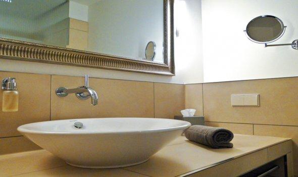 Bath of a single room