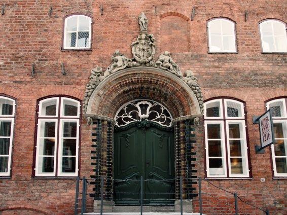 Renaissance portal and rococo entrance