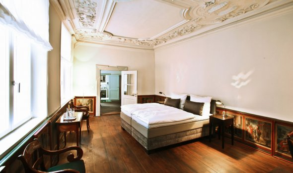 Exclusive suite with stucco and historical panel paintings